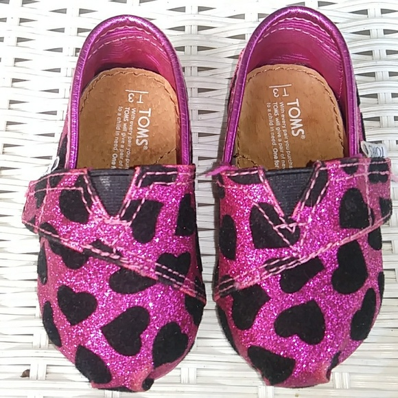 Toms Other - Girls Toms Size 3T Pink w Black Hearts Slip Ons